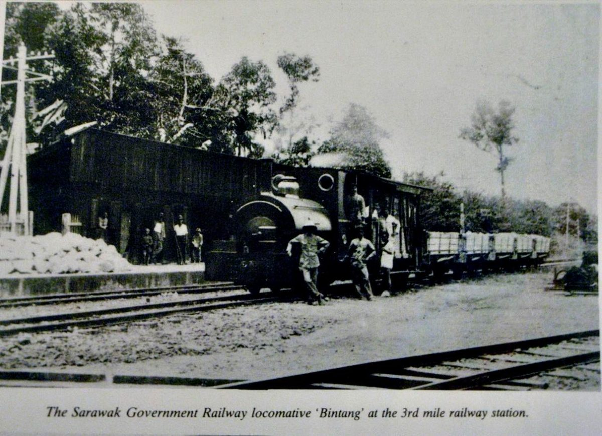 There were once three trains plying the Kuching to10th Mile route. The engines were named Bintang, Bulan and Jean